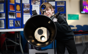 A student using a telescope at the 2020 Stargazing at RAL event.